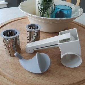 The Pampered Chef Deluxe Cheese Grater #1275.